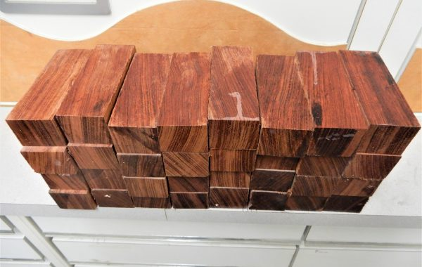 NO:106 BUBINGA 35X45X120MM 5€ KPL